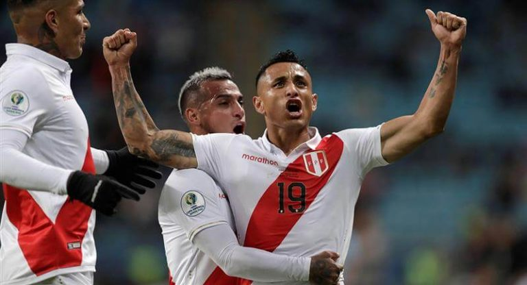 Perú celebra un gol